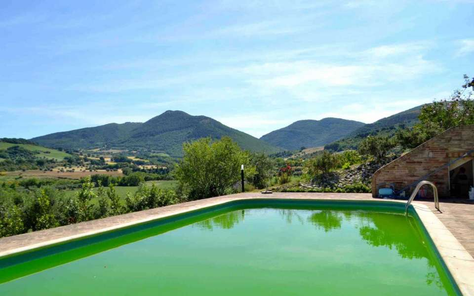 Single house with garden and pool for sale in the countryside of Cingoli, Le Marche, Italy