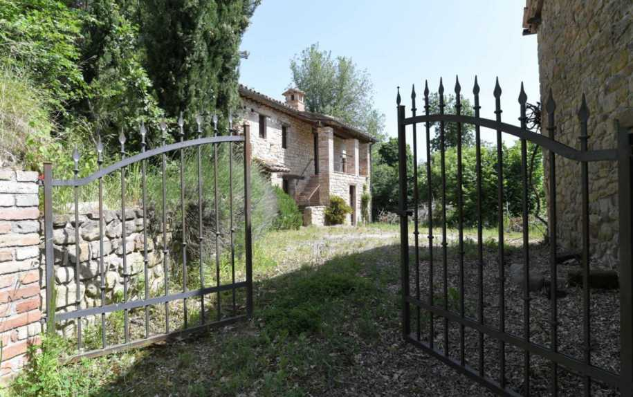 Farmhouse or Hamlets for sale in Italy